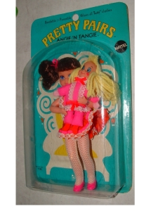 1969 MATTEL PRETTY PAIRS ANGIE N TANGIE MINT ON CARD $222,50 (158,01)27 August 2008