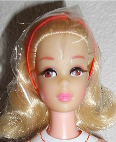 1971 No Bangs Twist and Turn Francie Doll face blonde