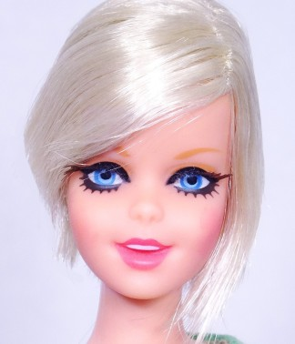 Platinum Blonde Twist 'N Turn TNT Twiggy Doll face