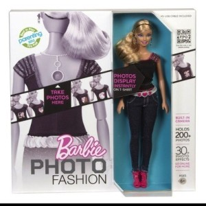 2012 BARBIE PHOTO FASHION DOLL WITH REAL DIGITAL CAMERA