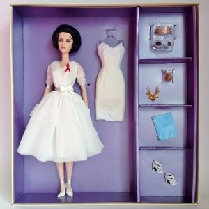 White Diamonds™Elizabeth Taylor Doll