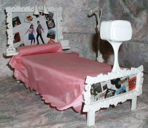 1966 Barbie Francie Bed Set TV Clothes and Shoes Rack Doll Furniture Susy Goose