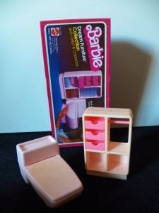 1979 Barbie Dreamhouse Bathroom Furniture - inside
