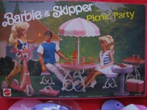 1989  #7331 Barbie & Skipper Picnic Party Set