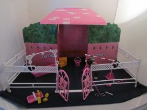 ARCO Mattel Barbie BLINKING BEAUTY CORRAL Playset HORSE STABLE Diorama Prancer inside