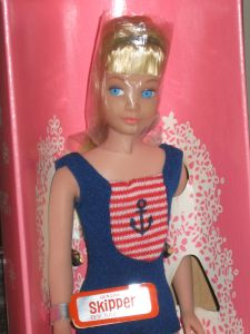 1965 Bendable leg blonde doll