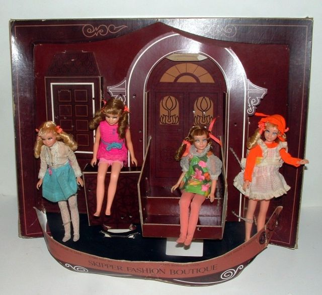SKIPPER FASHION BOUTIQUE STORE DISPLAY, 4 TNT DOLLS AND FASHIONS