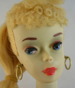 C1~N03~blonde~MIB~brownEyShaduw~closeUp2