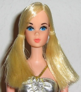 1977partytimebarbie~closeup
