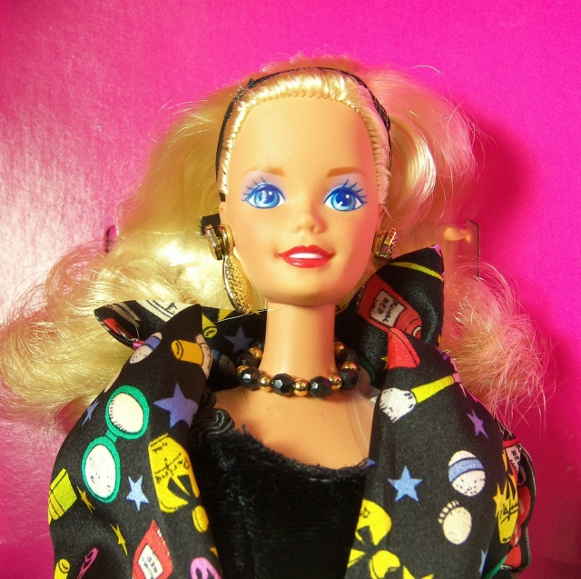 1994 1st Nicole Miller Savvy Shopper®Barbie® Doll face 2