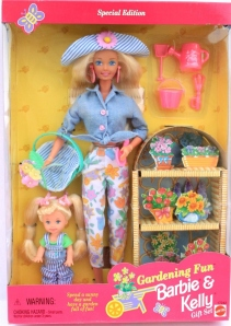 1997 Toys R Us Gardening Fun Barbie and Kelly gift set nrfb