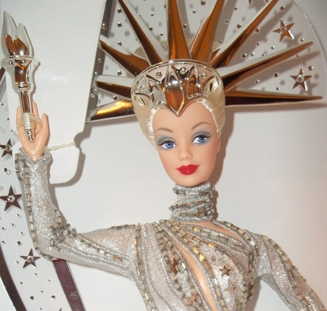 2000 Bob MackieLady Liberty™Barbie® Doll face