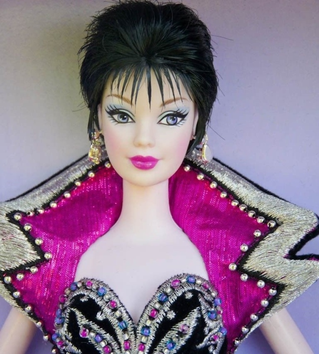 2003 Brunette Brilliance™ Barbie® Doll face