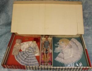 1960 #856 BARBIE PARTY SETGift Set - 5 Outfits & #5 Blonde Ponytail NRFB inside box