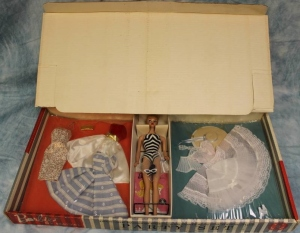 1960 #856 BARBIE PARTY SETGift Set - 5 Outfits & #5 Blonde Ponytail NRFB inside box
