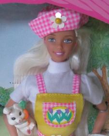 1998 Target Easter Egg Hunt Barbie and Kelly gift set face