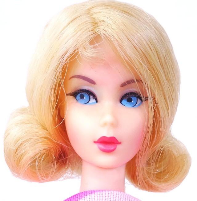 Blonde filp Twist 'N Turn Barbie Doll fac