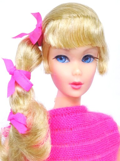 blonde-side-ponytail-barbie-dol
