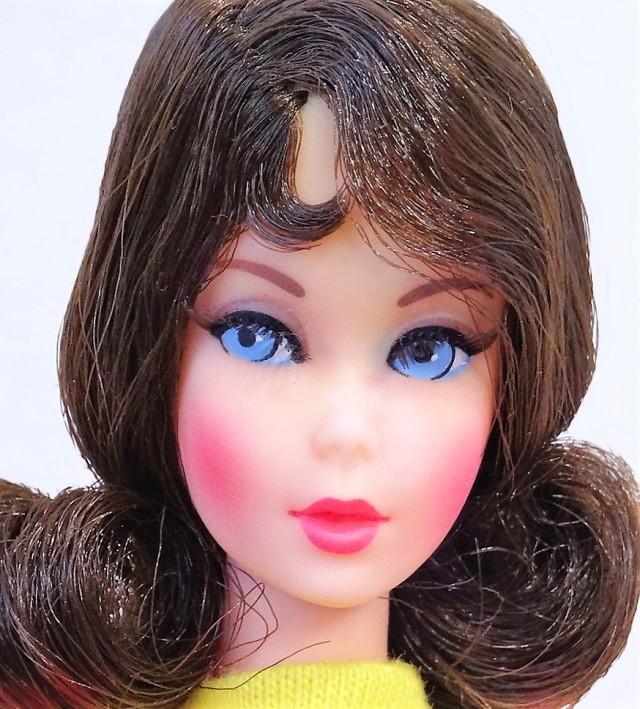 brunette-flip-hair