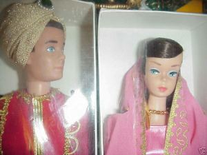 LittleTheatre~giftset~NRFB~2~CloseUp~Dolls-faces