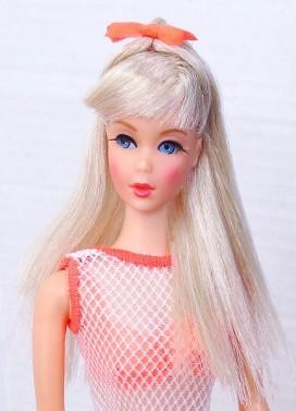 platinum-blonde-twist-n-turn-barbie-doll-mint