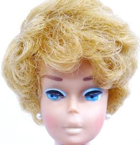 side-part-bubble-cut-blonde