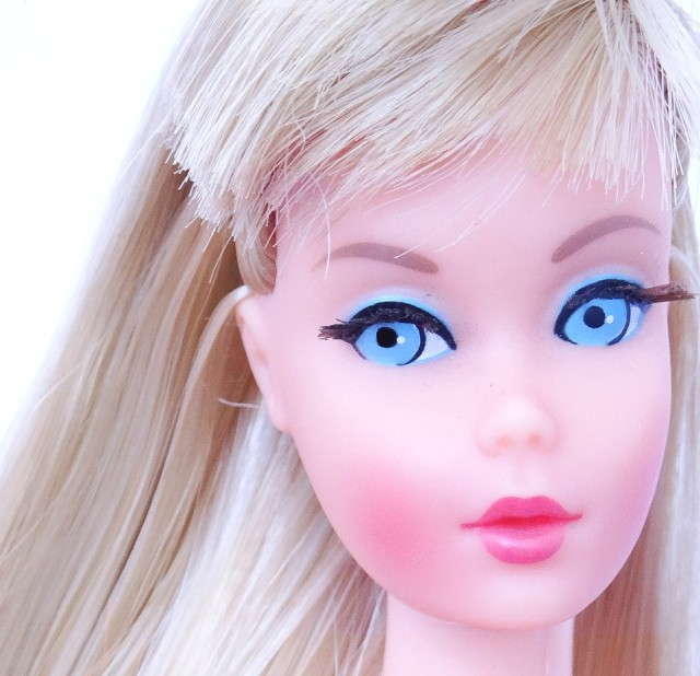This is the Gift Set Doll to Beautiful Blues Sear Exclusive Blonde Twist 'N Turn TNT Barbie Doll from 1967 face