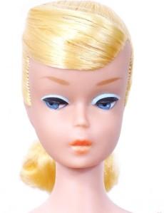 yellow-swirl-ponytail-with-orange-lips