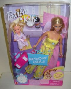 2002 SLEEPOVER GIRLS BARBIE & KELLY GIFTSET