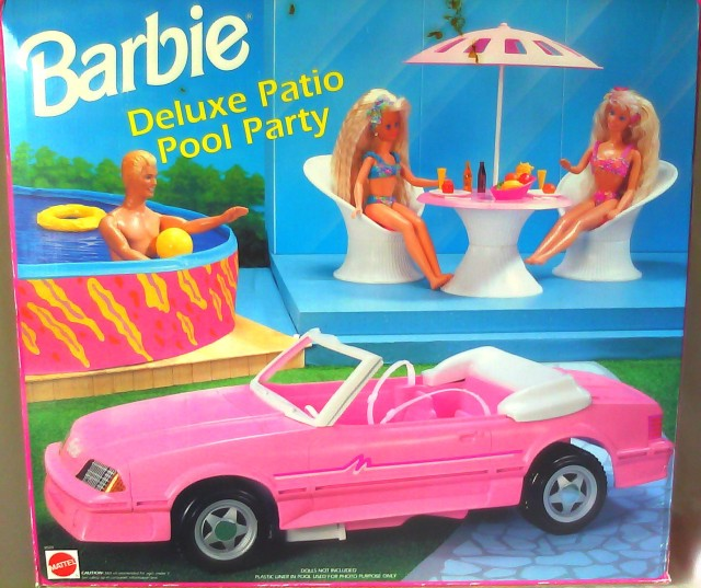 1993 DELUXE PATIO POOL PARTY & CONVERTIBLE CAR BARBIE DOLL PLAYSET – NRFB.