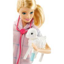 Barbie Farm Vet Doll and Playset face