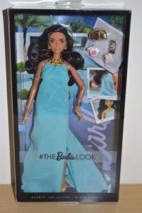 barbie-look-doll-pool-chic
