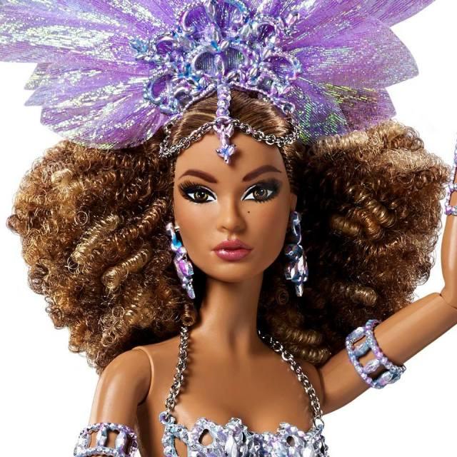 Luciana™ Barbie® Doll face