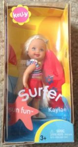 Sun Fun Surfer Kelly Club Barbie Doll G3975 Surfboard