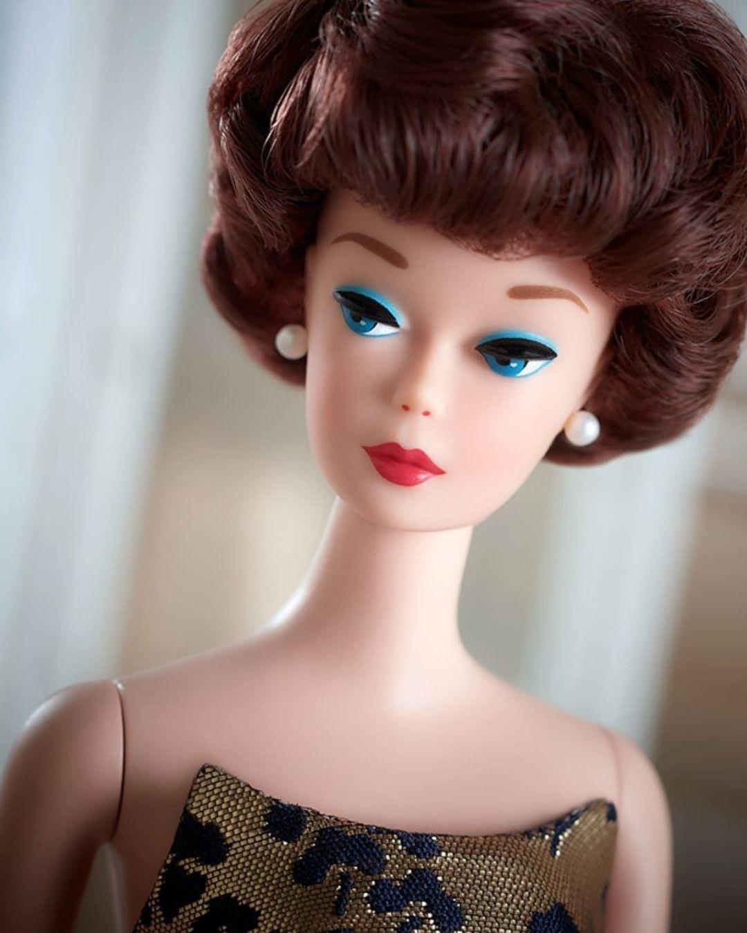 Repro Silkstone 1961 Bubble Cut Barbie doll face